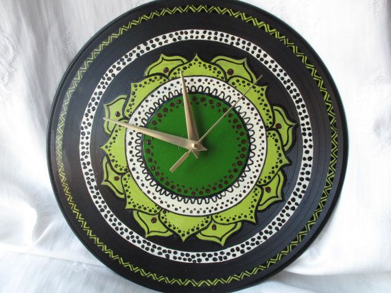 Vinyl record wall clock painted Handmade by TranstornArteShop, £15.00