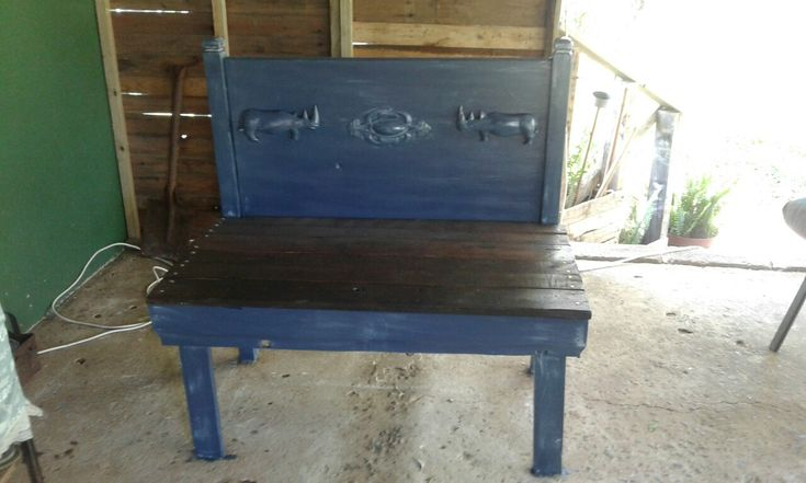 Headboard bench made with upcycled headboard and pallet wood