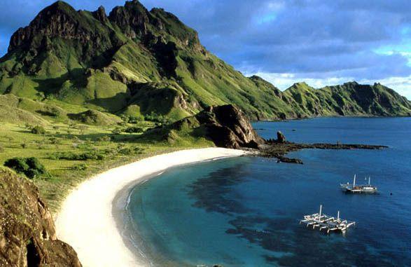 Pesona Wisata Pantai Senggigi Lombok