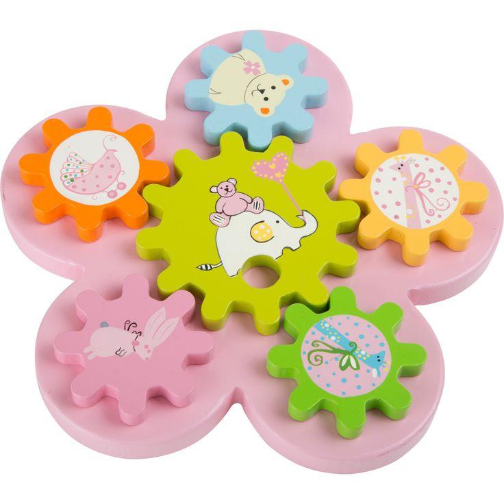 Jucăria educațivă invită copilul să își folosească imaginația și să aranjeze roțile cu animale oricum dorește pentru a se roti pe suportul de lemn. Cele 5 roți motorice mici se pot schimba oricând între ele, fiind prinse de floarea roz cu un suport de lemn. După ce sunt toate așezate, simpla atingere a uneia dintre ele va porni roata și toate se vor învârti! #woodentoys #montessori #kidstoys #jucariidinlemn #jucariionline#jucariieducative