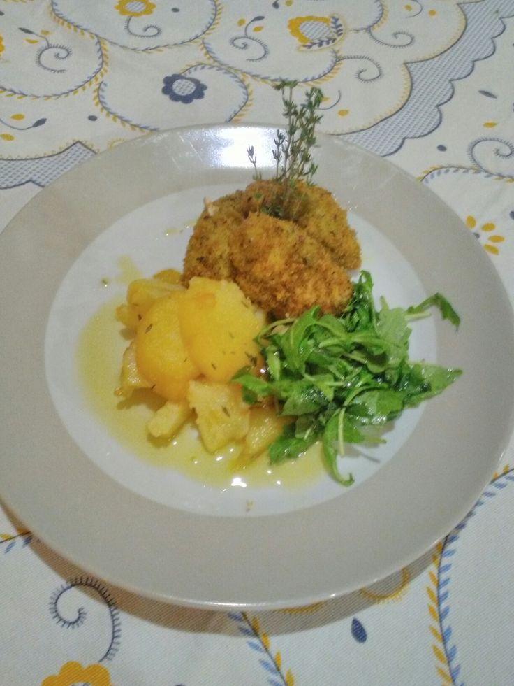 Peito de Frango Panado com  batatas na Frigideira com Ervas Aromáticas
