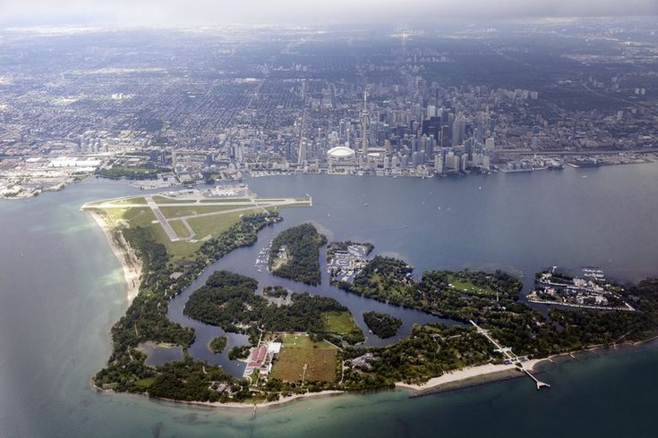 13 Things Every Tourist Should Do In Toronto