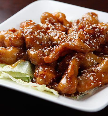 Order General Tso's out and get ready for a hefty helping of saturated fat and calories. Try this healthier version instead and enjoy the taste and just 183 calories per serving. // healthy chicken recipes // lunch // dinner // high protein // Beachbody // BeachbodyBlog.com
