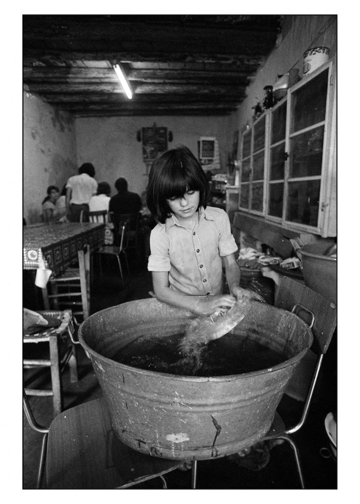 Letizia- Battaglia-1979.-Monreale.La-bambina-non-è-mai-andata-a-scuola