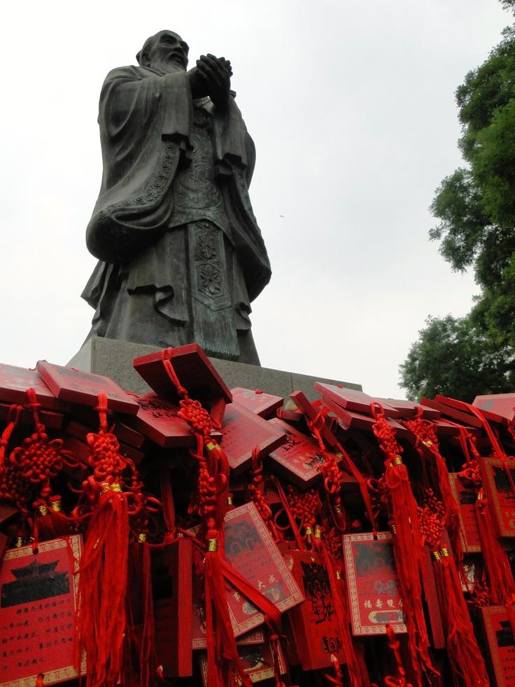 Tablettes de voeux aux pieds du Maître  Confucius - Beijing - Chine