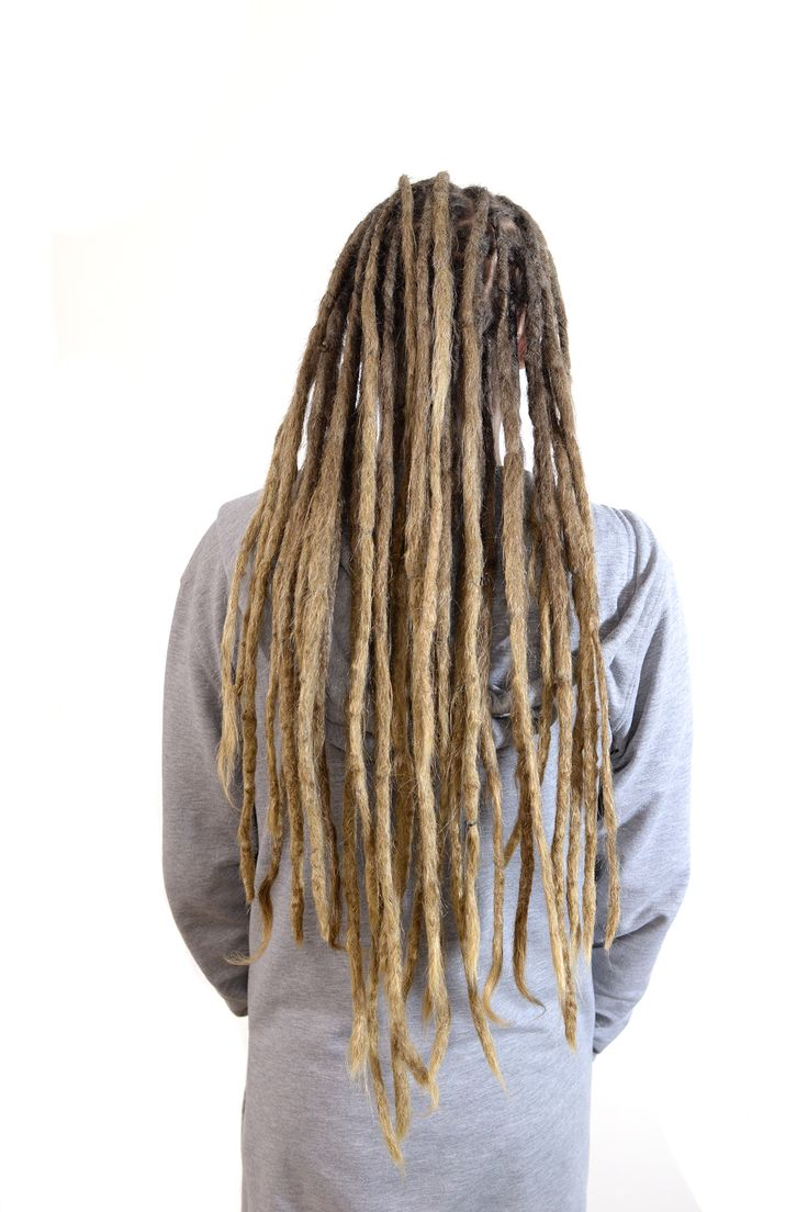 This is Johan from Arvika, a few times a year he comes to get some dreadlovin done by me. It was 5,5 years ago I started his dreadlocks and it's just so much fun to be able to follow my clients dreadlocks.