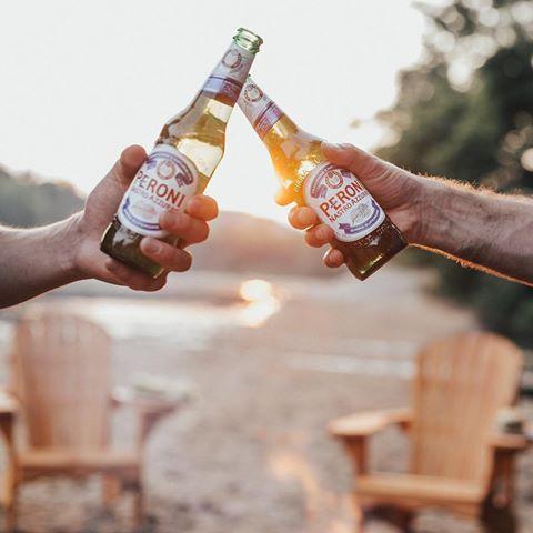 Soirée parfaite en compagnie de belles personnes avec @peroni_ca. Vous pouvez maintenant la savourez partout au Québec et vivre votre expérience italienne! Ciao Bella! #PeroniQC #MaisonPeroni #Sponsored #summertimefun #beerandfood
