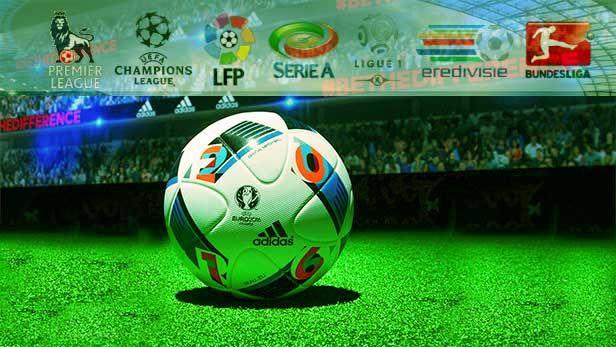 بين متعة مشاهدة كرة القدم و احتكار حقوق البث الرياضة الاكثرعشقا في العالم تجمع بين التسلية وممارستها كرياضة في الهواء الطلق لج Soccer Ball Football Soccer