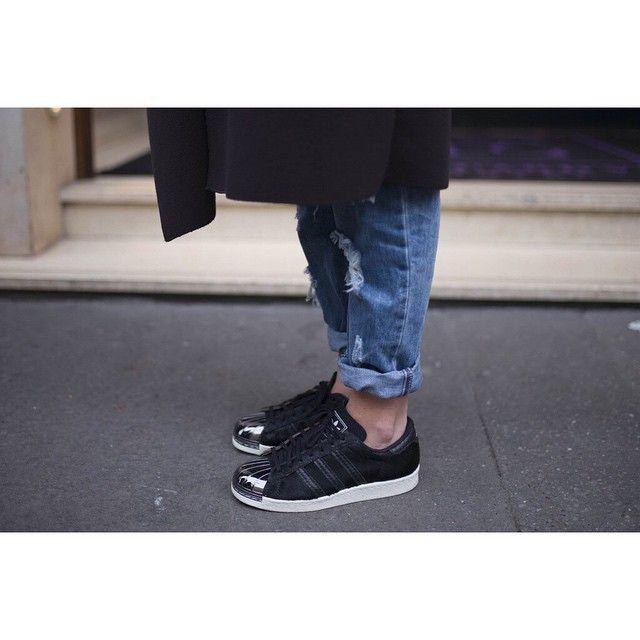Adidas Superstar 80s Metal toe black pony hair | Ripped denim | @lisarvd.