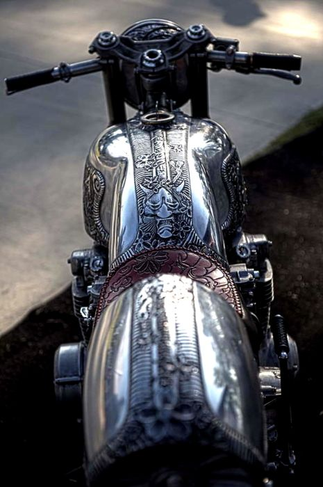 Now THIS is a custom bike! Beautiful