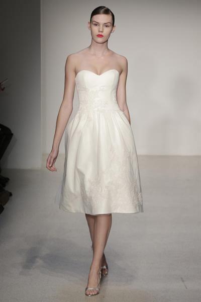 Короткое свадебное платье бюстье
