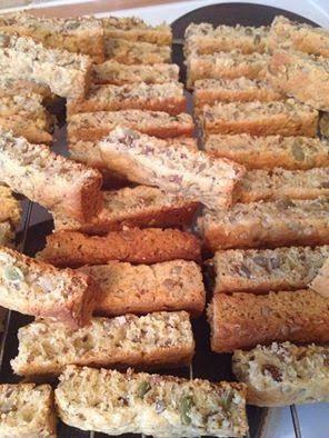 GESONDHEIDS BESKUIT http://lekkerreseptevirdiejongergeslag.blogspot.com/2014/09/gesondheids-beskuit.html 1kg self raising flour 2 Cups bro...