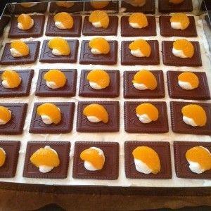 Meine Geburtstagskuchen: Schoko-Keks-Schnitten Teig: 150g Mehl 1 Pckg Backpulver 125g Zucker 1 Pckg Vanillezucker 5 Eier Gr M 4 EL Speiseöl...