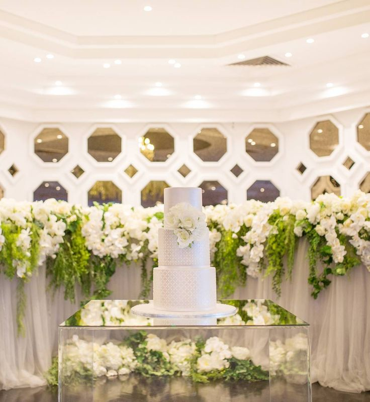 For a lush botanical wedding theme, it's best to keep it simple. Our @houseofdoltone wedding stylists suggest limiting your colour palette to two to four colours! With green and white as the botanical heroes, look for inspiration from your venue to create a cohesive flow.