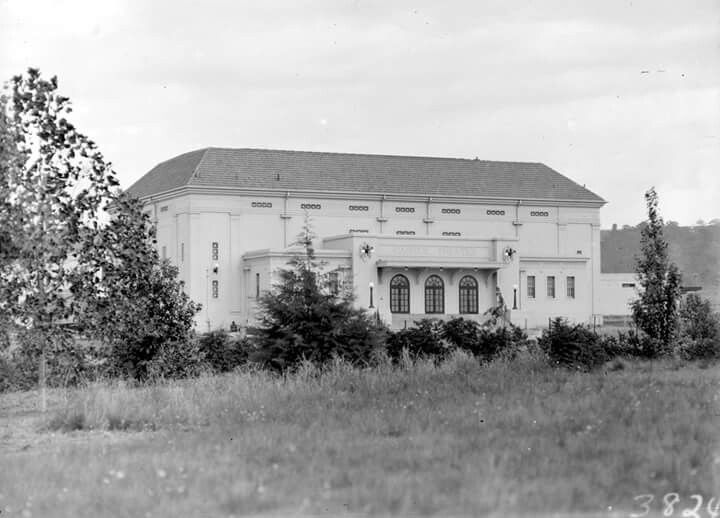 Capitol Theatre in Manuka, A.C.T. during the 1920/30s.