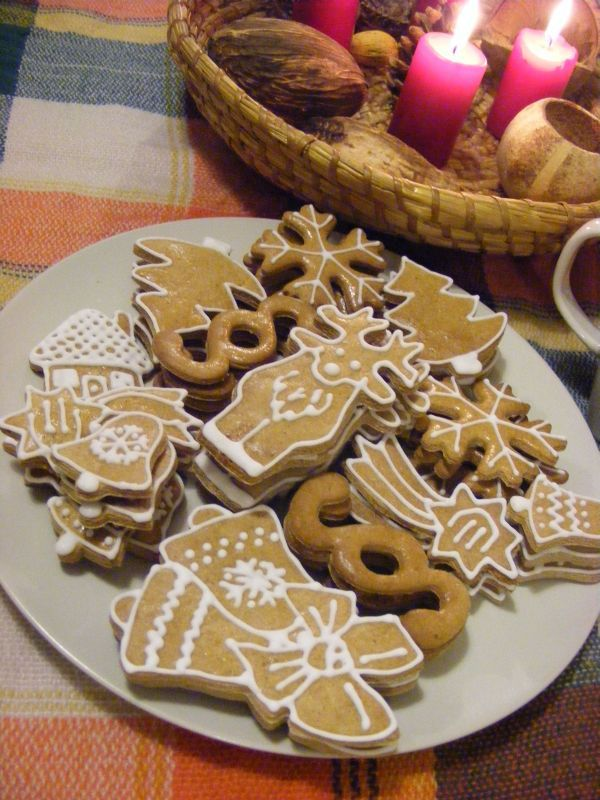 With Christmas just around the corner, let's bake some gingerbread cookies! This recipe is my family's traditional recipe that we have been baking every Christmas for ages.