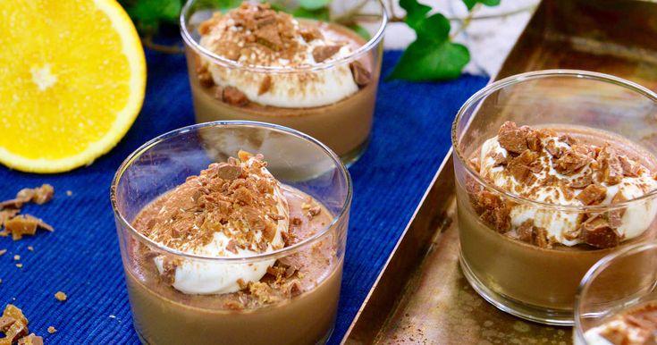 Roy Fares: Ljuvlig apelsin- och chokladpannacotta som serveras med vispad grädde. Strö gärna lite av din favoritchoklad över.