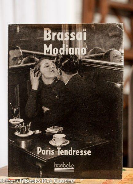 Brassaï, Modiano, Paris Tendresse 파리를 대표하는 사진가 브라사이Brassï와 파리를 대표하는 소설가 모디아노 Modiano의 콜라보레이션.  브라사이의 파리 사진에 많은 영향을 받은 파트릭 모디아노의 글이 함께 실려있어 그의 노벨문학상 수상 후 더욱 귀해진 책입니다. 세계적으로 유명한 프랑스 타이포그래픽 디자이너 로베르 마생 Massin이 편집 디자인을 한것도 중요한 요소로 작용해 소장가치가 앞으로도 계속 상승할 서적입니다.