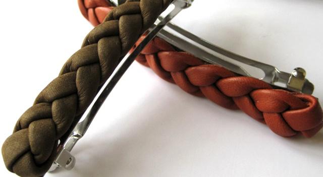 Flettede læderspænder