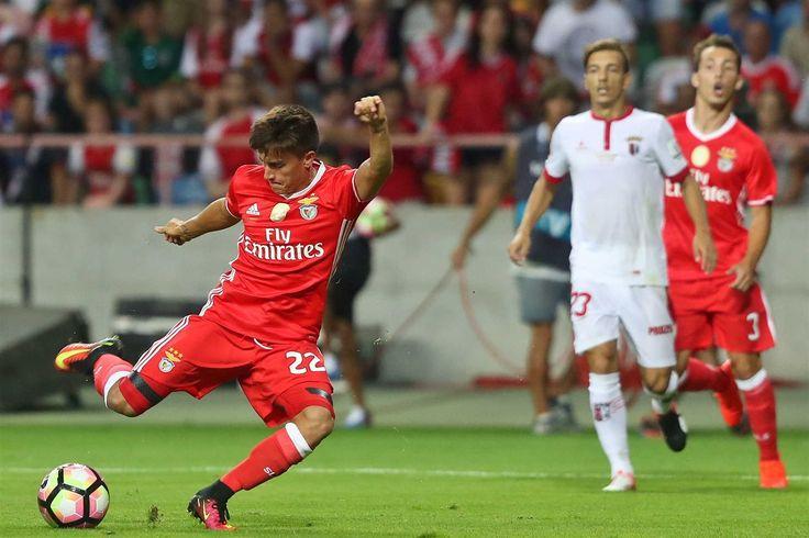 Águias ganharam ao Sp. Braga, por 3-0, um resultado demasiado pesado para o que fez a equipa de José Peseiro