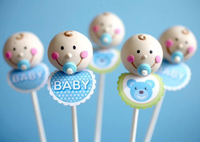Cute Baby Boy Cake Pops by @bakerella I love the little bibs! It's a free printable.