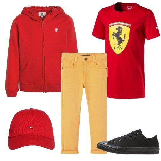 Una t-shirt da tifoso dei motori viene abbinata ad un paio di pantaloni viaci e d una felpa rossa. Le scarpe sono delle sneakers basse e il cappellino, immancabilmente rosso, completa la proposta.