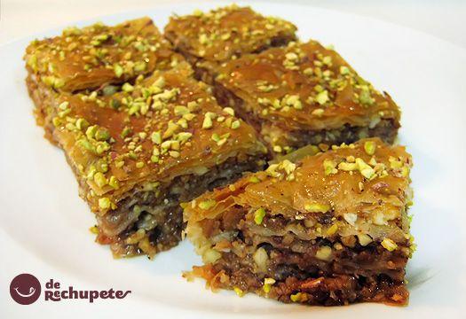 El baklava, baklawa o baclava (del árabe, بقلاوة baqlawa), es un pastel elaborado con una pasta de nueces trituradas, distribuida en la pasta filo (phylo) y bañado en almíbar o jarabe de miel, existiendo variedades que incorporan pistachos, anacardos, almendras, piñones...