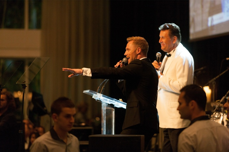 Auctioneer Andrew Bell and Ronan Keating on stage at the Emeralds & Ivy Ball