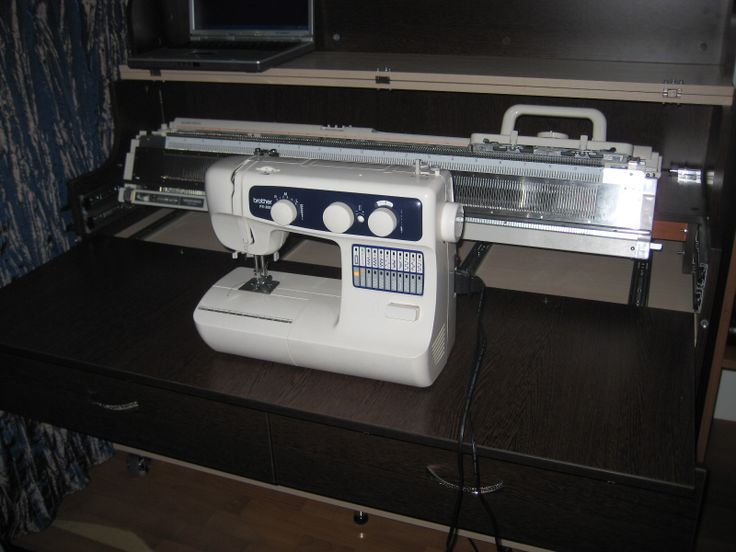 Многофункциональность стола-трансформера дает Вам возможность использовать выдвижную поверхность как стол для швейной машины