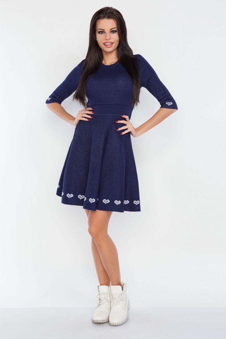 Rochie moderna tricotata bleumarin casual sport cu model decorativ de lungime mini,cu decolteu rotund la baza gatului si maneci trei sferturi.