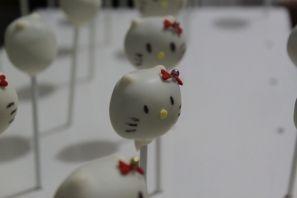 Hello Kitty pops: Lollipop Cakes, Hello Kitty, Cake Pops, Truffles