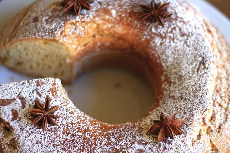 Una torta particolare dal sapore insolito e buonissimo. Sembra nata per il mese di Dicembre quando la si può gustare con un buon thè o una tisana calda..