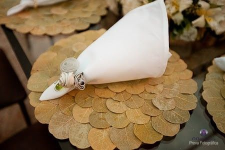 Noivinhass, e noivinhos tb! O que acham? Meu casamento será rustico e decidi fazer os sousplat, já que o aluguel está saindo a R$ 3,50 enquanto que o material sairá no máximo a R$ 1,60. Sejam sinceros pois preciso mesmo da opiniao de vcs. Pelo que