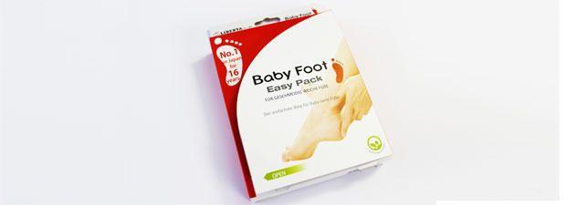 """Ein Produkt, das babyweiche Füße macht - ganz bequem auf dem Sofa. Geht das? Wir haben die Anti-Hornhaut-Socken von """"Baby Foot"""" getestet."""