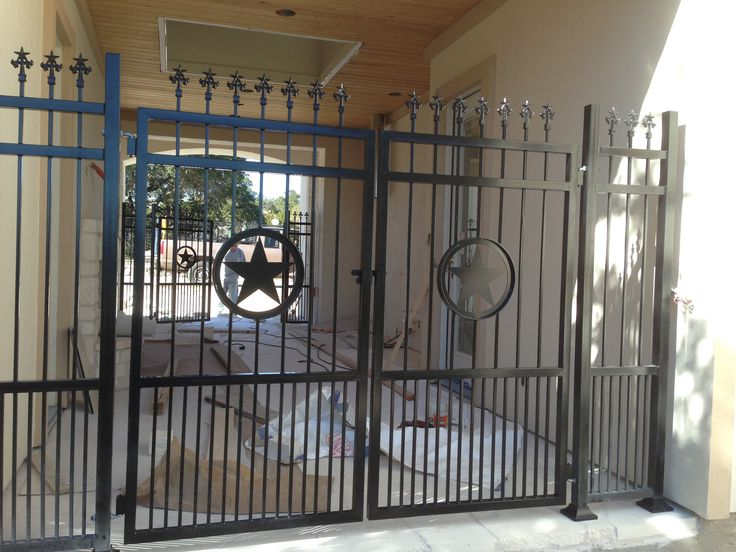 Texas star theme double walk gate with finials