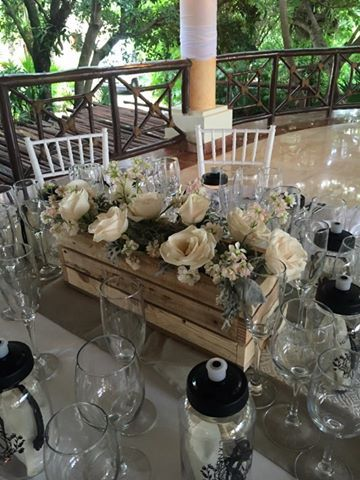 CBV257 Weddings Riviera Maya  rustic box with ivory  and grey flowers / guacal mini con flores grises y cremas