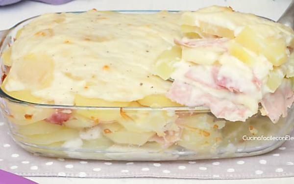Parmigiana di patate | Ricetta facilissima e golosa