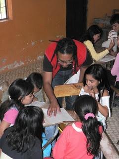 Taller de periodico escolar.  Escuela Guapuscal Bajo - sección de Guapuscal Bajo, municipio de Funes, departamento de Nariño.  Qhapaq Ñan - Colombia