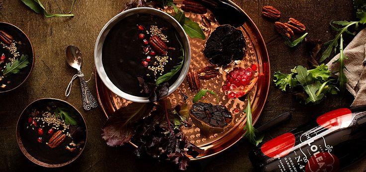 Receta fácil para preparar crema de ajo negro y dejar fascinados a tus invitados. Y 5 beneficios saludables del ajo negro que te sorprenderán.