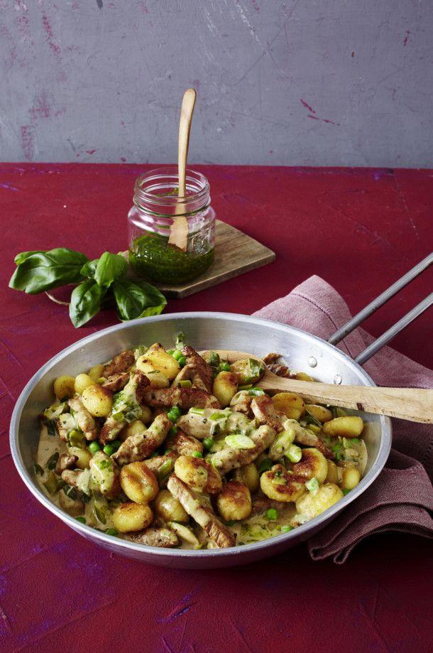 Unser beliebtes Rezept für Gnocchipfanne mit Schnitzelstreifen und mehr als 55.000 weitere kostenlose Rezepte auf LECKER.de.