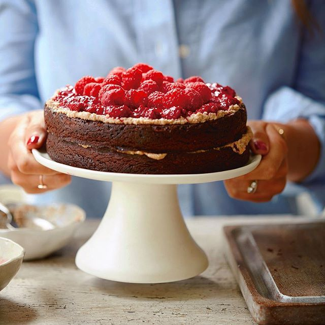 Rainy Mondays with tube strikes are made so much better by cake ☔️ Long day of meetings today, but all I really want to do is go home and make this peanut butter and raspberry cake, cuddle with Austin and watch Netflix  The recipe for this beauty is in my new book! It's out in 17 days and you can pre-order it at half price now on Amazon