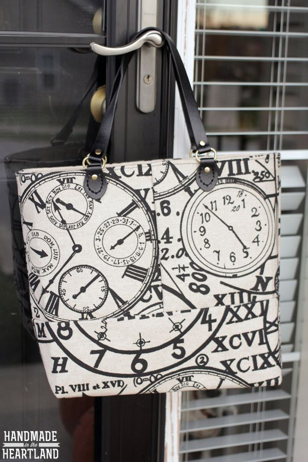 Free tutorial for this very classy looking tote. Big enough to carry sewing supplies to class, or on a day trip!