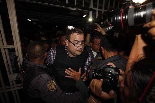 #DESTACADAS:  Detienen a 13 policías de Veracruz vinculados con Javier Duarte - La Jornada en linea