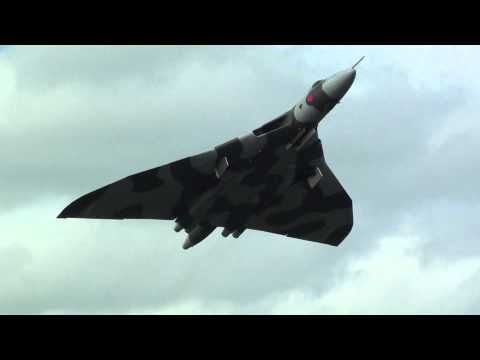 """How To Set Off Car Alarms In a Car Park """" Avro Vulcan XH558 Style """"."""