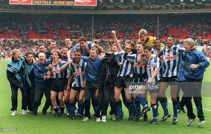 1993 FA Cup semi-final, Sheffield Wednesday Vs Sheffield United. Wednesday players and manager ( Trevor Francis (center)) celebrate their victory.