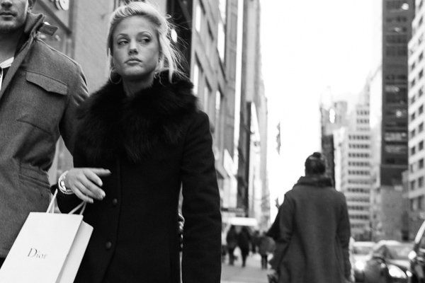 A Common Misconception About Street Photography – Just Take Photos of People Walking