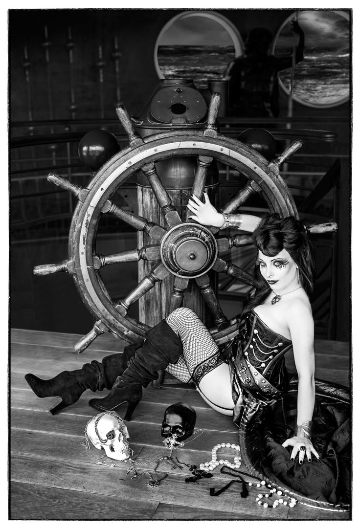 Goth Pirate Girl~ in 2019 | Gothic outfits, Pirate woman, Goth