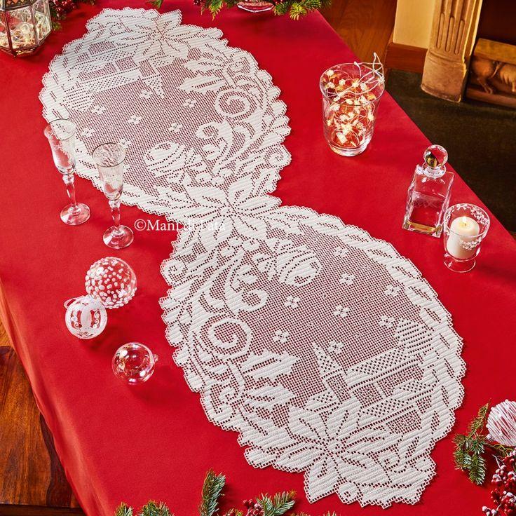 Occorrente, 5 gomitoli di cotone cordonetto numero 16 avorio e lo schema su carta a quadretti per realizzare il runner natalizio a uncinetto filet.