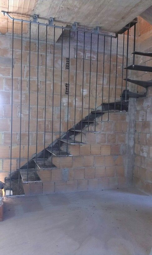 Cantilever steel stairs handmade by Sandro
