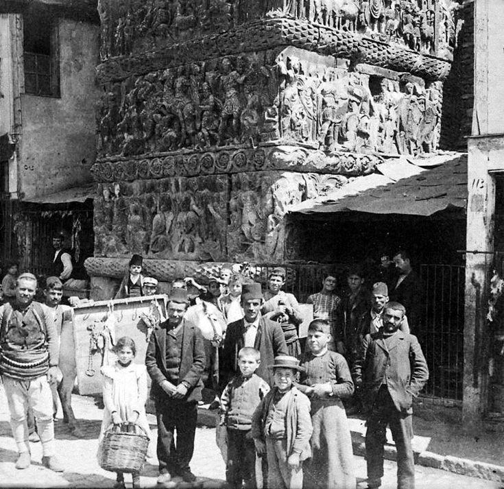 Πλανόδιος κρεοπώλης κάτω από την Καμάρα στην Θεσσαλονίκη, πριν το 1890
